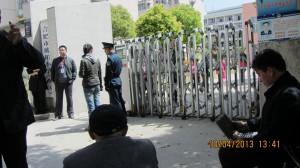 刘卫国律师开始绝食。中国妇权义工姚诚摄影