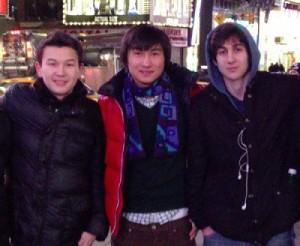 哈薩克留學生塔扎亞可夫(左起)和卡迪巴耶夫與波士頓爆炸案兇嫌佐哈交好,遭移民局以違反留學生簽證規定拘捕。(美聯社)