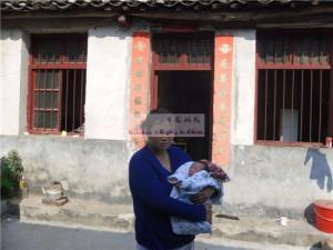 女婴方兴桢和她的妈妈