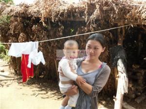 女婴曹雅南和她的妈妈