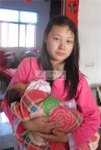 女婴熊佳琪和她的妈妈