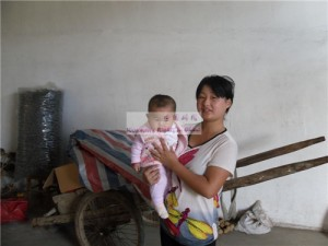女婴鲁雅宁和她的妈妈