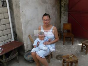 女婴黄心怡和她的妈妈