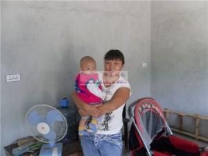女婴龚颖莹和她的妈妈