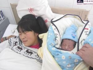 释柳应(左)和她的寶寶。1