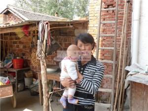 女婴安智慧和她的妈妈
