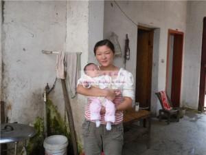女婴宋远盈和她的妈妈