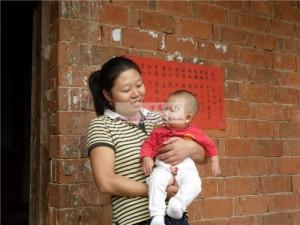 女婴熊可馨和她的妈妈