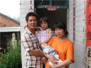 贾静怡和她的父母及姐姐