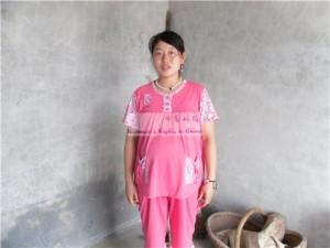 随州周雪姣特地穿着新孕服来照相,她说要是她能生个女孩就好了。