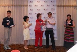 图:由左至右依次为现场翻译员虞洋、视觉艺术家协会主席刘雅雅、视觉艺术家协会会长佩姬·切恩、陈光诚、当知项欠的妻子拉姆措。(中国妇权张羽君摄)