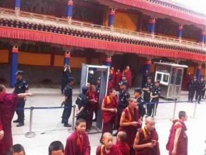 青海塔尔寺的喇嘛(由李原风于 2013年7月发布)