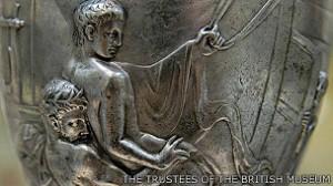 1950年代大英博物館中曾以「過於色情」為由拒絕收藏沃倫杯.