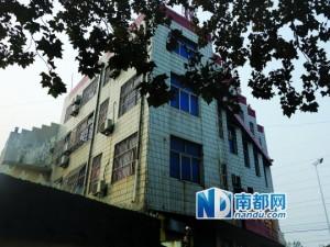 朱新梅称她在剖腹产出院后不久就被带到佳禾宾馆,关在4楼的一个房间内。