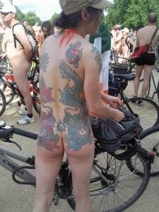 倫敦秀「裸騎自行車」令人眼福大飽11