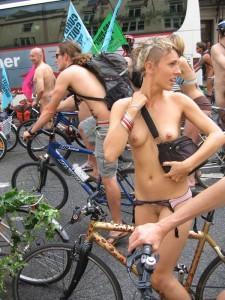 倫敦秀「裸騎自行車」令人眼福大飽2