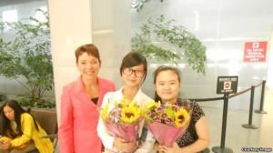 美国的女权无疆界组织主席瑞洁和安妮、张儒莉在旧金山国际机场(女权无疆界组织提供)
