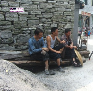 08-12-2012 During the visit with friends to the Phoenix County of Tujia Minority Autonomous Prefecture in Hunan Province, by pure chance I walked into a bachelor's village named Xia Qi湖南光棍村 街头常见成年单身男子