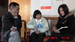 妇权义工苏昌兰在采访马胜芬的维权事迹 xiao