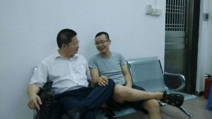 在屏山派出所拘禁室邬律师和肖育辉失去自由