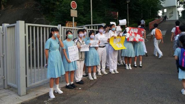 中學生罷課唱問誰未發聲拒沉默中滅亡