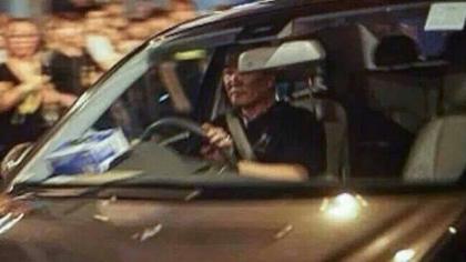 網民廣傳,通緝涉駕車高速衝向人群的司機。