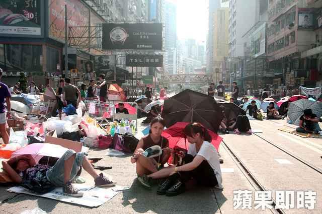那把力抗警察暴力的雨傘,持續為民主撐起一片天。