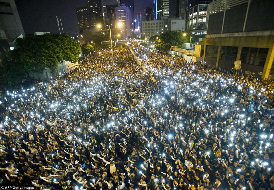 1412017953344_wps_1_TOPSHOTS_Protestors_and_s