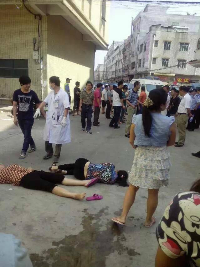 10月27日,广东省东莞市,翔威服饰有限公司工人维权讨薪,遭200警察镇压,。