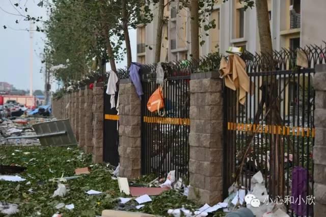 爆炸后附近的居民楼现场
