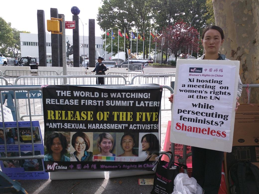 中國婦權義工張羽君在抗議現場