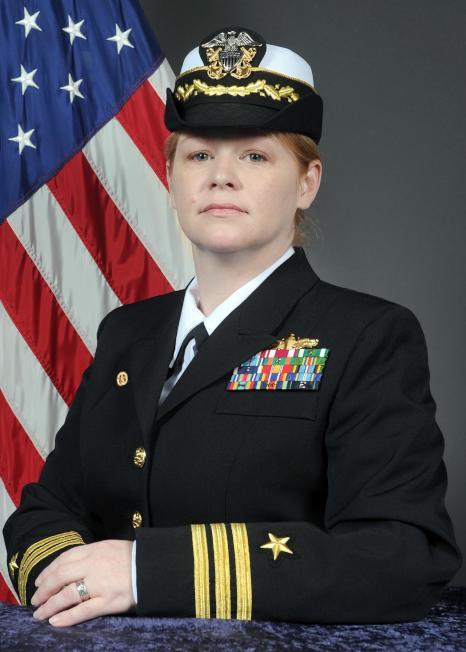 勃克級導向飛彈驅逐艦「柯蒂斯.威爾伯號」的女艦長指揮官葛蘭姆。 (取自美國海軍官網)
