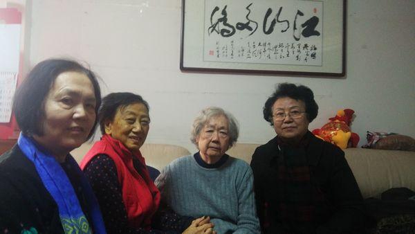 (2017年2月15日,丁子霖、尤维洁、尹敏到家中看望徐珏。