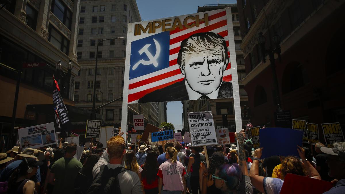 la-me-ln-impeachment-march-photos-016