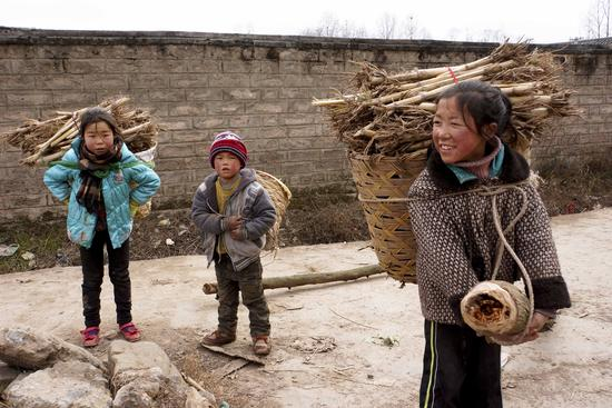 2014年1月10日,四川凉山,外出打工的童工本就生活心酸。视觉中国