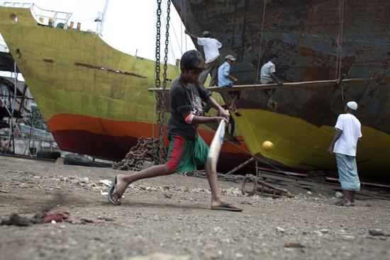 2015年6月17日,孟加拉国,一个造船厂童工年龄最小只有6岁。视觉中国