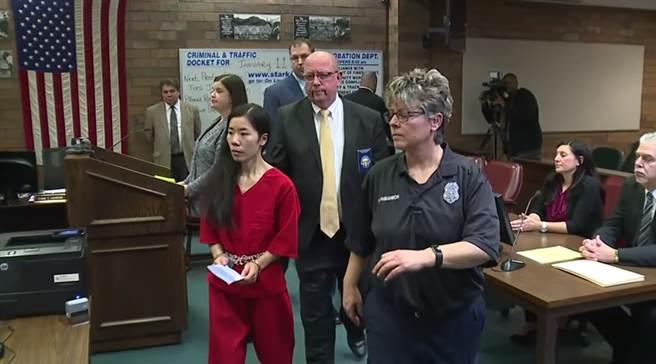 出庭應訊的殺女案嫌疑人、華裔母親陳敏敏。