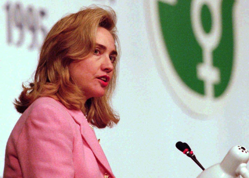 1995年,第一夫人希拉里·克林頓在聯合國第四次世界婦女大會的一個特別會議上講話。 ASSOCIATED PRESS