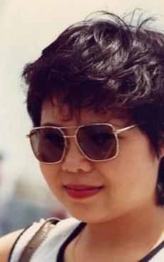 18岁的红色少女张菁因参加贵州民主墙运动遭难,被迫出走澳门。1981年摄于澳门。