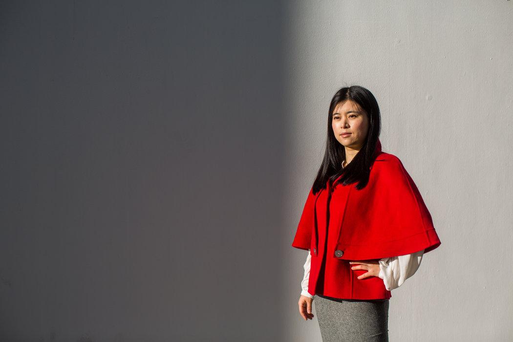 32岁的付欣(音)是一名建筑师,为一家德国公司设计汽车经销门店。 SIM CHI YIN FOR THE NEW YORK TIMES
